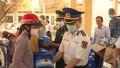 Bộ Tư lệnh Vùng Cảnh sát biển 3 tặng nước uống tinh khiết cho người dân Bến Tre
