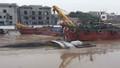 Hải Phòng: Khẩn trương trục vớt sà lan chở hàng bị đắm trên sông Tam Bạc