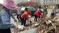 Sinh viên tình nguyện dọn sạch đường, sẵn sàng đón Tổng thống Hàn Quốc