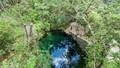 Nhìn như hồ chứa nước bình thường, nhưng khi lặn xuống bên dưới ai cũng bị mê hoặc