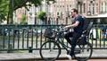 Hà Lan sẽ cấm người đi xe đạp sử dụng điện thoại di động