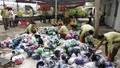 Hủy gần 15.000 sản phẩm rượu, mũ bảo hiểm, đồng hồ... vi phạm
