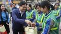 Phó Thủ tướng Vũ Đức Đam thăm, tặng quà người lao động