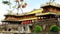 Làm sạch cổng di tích Ngọ Môn - Hoàng thành Huế