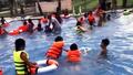 Đi tắm bể bơi, bé trai 6 tuổi đuối nước tử vong