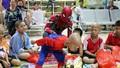 Siêu nhân nhện mang tiếng cười đến bệnh nhi ung thư