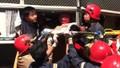 Xe khách bẹp đầu sau cú đâm xe tải, 3 người bị thương mắc kẹt bên trong