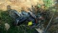 Xe tải tông xe máy rơi xuống lề đường, 1 người tử vong