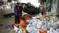 Ô tô tông liên hoàn rồi lật ngửa giữa chợ, 4 người phụ nữ phải cấp cứu