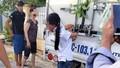 Bé gái bị gia đình trói vào sau xe tải vì nghi trộm tiền