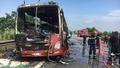 Xe khách cháy trơ khung trên đường cao tốc