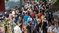 Hàng ngàn người chen lấn đi lễ giữa dịch, Phủ Tây Hồ tạm đóng cửa