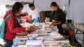 Đọc sách thời @: Giới trẻ thích đọc sách giấy hay sách điện tử?