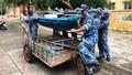 Bộ đội căng mình giúp người dân chống bão số 5