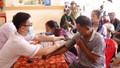 Khám bệnh, cấp phát thuốc miễn phí cho đồng bào miền Trung