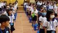 Học sinh quay lại trường học sau đợt dịch, phụ huynh vừa mừng, vừa lo