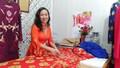 Người phụ nữ ghi lại sử Việt trên áo dài