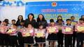 Phó Chủ tịch nước thăm và tặng quà cho trẻ em ở làng SOS Huế
