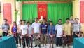 Cục THADS tỉnh Thừa Thiên- Huế tặng quà cho các hộ nghèo huyện A Lưới