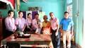 Ngân hàng chính sách xã hội tỉnh TT- Huế thăm, tặng quà Mẹ Việt Nam anh hùng