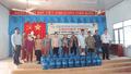 Báo PLVN phối hợp doanh nghiệp tặng nước uống tinh khiết cho hàng trăm hộ dân