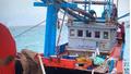 Kịp thời sửa chữa sự cố máy tàu câu cá ngừ bị hỏng máy, thả trôi ở gần đảo Sinh Tồn