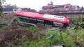 Tiền Giang: Xe khách 52 chỗ bất ngờ lao xuống kênh, tất cả hành khách an toàn thoát nạn