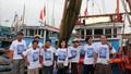Nguyên phó Chủ tịch nước Trương Mỹ Hoa tặng quà ngư dân, cảnh sát biển, kiểm ngư