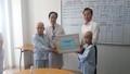 Bí thư thành ủy Nguyễn Xuân Anh thăm bệnh nhi tại Bệnh viện ung bướu Đà Nẵng