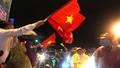Biển người đội mưa nhảy múa ở Đà Nẵng mừng Cúp Vô địch