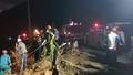 Va chạm giao thông, xe chở dầu lao xuống vực đèo Hải Vân bốc cháy