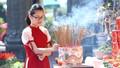 Hình ảnh hàng ngàn người dân và du khách đến chùa vãn cảnh, du xuân tại Đà Nẵng