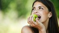 Không phải đến bác sĩ vì ăn táo xanh?