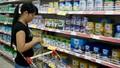 """Sữa """"xách tay"""": Giá bát nháo, chất lượng khó lường"""
