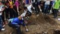 Malaysia phát hiện 139 ngôi mộ tại các trại buôn người