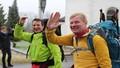 Kỳ lạ người đàn ông đi bộ 7.000km tới Việt Nam