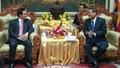 Tặng quà cho Trung tâm nuôi dạy trẻ Việt nghèo ở Campuchia