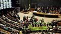 """""""Bão táp"""" dữ dội ập tới nữ Tổng thống Brazil"""