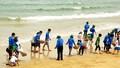 Hàng nghìn thanh niên ra quân dọn rác bờ biển miền Trung