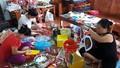 Người phụ nữ Hà Nội nặng lòng với đồ chơi trung thu truyền thống