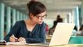 Học trực tuyến… không dễ vượt qua cám dỗ