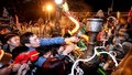 Trông lễ hội Việt mà đau đớn lòng