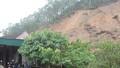 Hàng chục hộ dân thấp thỏm dưới chân núi Rậm