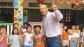'Rể Tây' tình nguyện dạy tiếng Anh cho trẻ em Mỹ Lai
