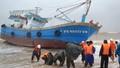 Quân đội lao vào bão cứu nạn nhiều tàu cá và ngư dân trên biển