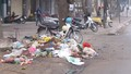 Rác thải lấn chiếm đường dân sinh giữa Thủ đô