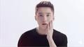 """Tin """"hot"""" giải trí ngày 14/9: Fans phản đối Sơn Tùng làm gương mặt đại diện cho một nhãn hàng?"""