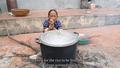 Mẹ con bà Tân Vlog gây bất ngờ sau lùm xùm nấu cháo gà nguyên lông