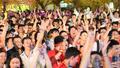 Người hâm mộ đổ ra ăn mừng, đường phố ùn tắc, đêm Hà Nội náo nhiệt
