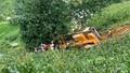 Ô tô cẩu lao xuống vực, tài xế chết mắc kẹt trong cabin